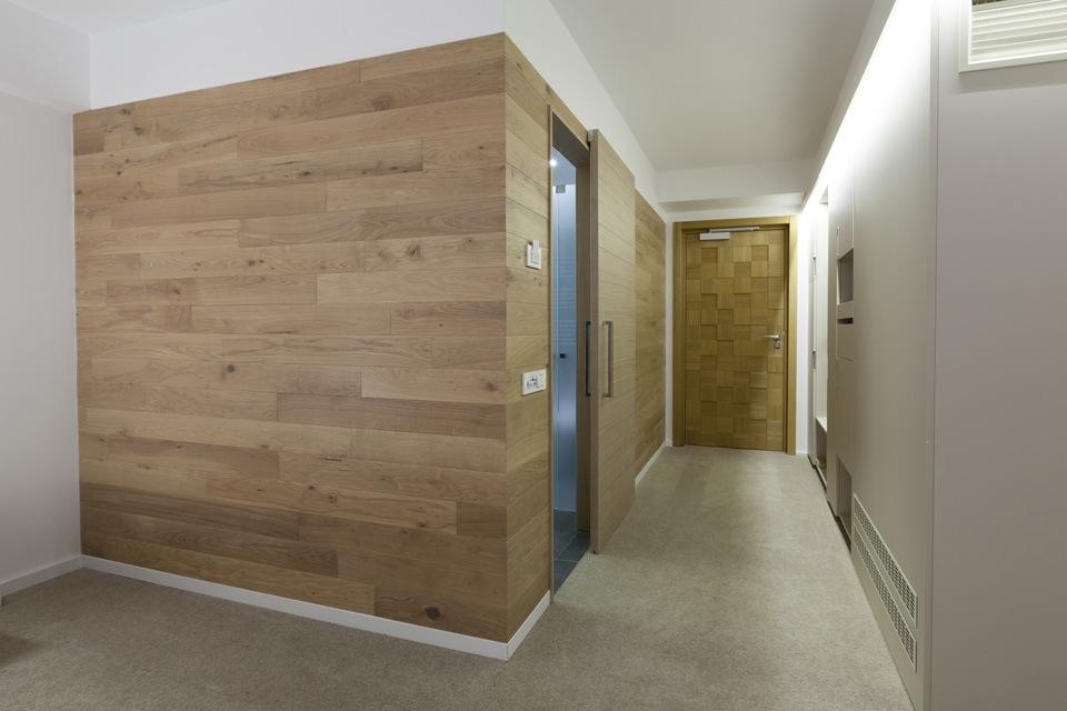 https://www.interieurdesigner.be/frontend/files/userfiles/images/bouwen-verbouwen/vloeren/vast-tapijt-appartement.jpg