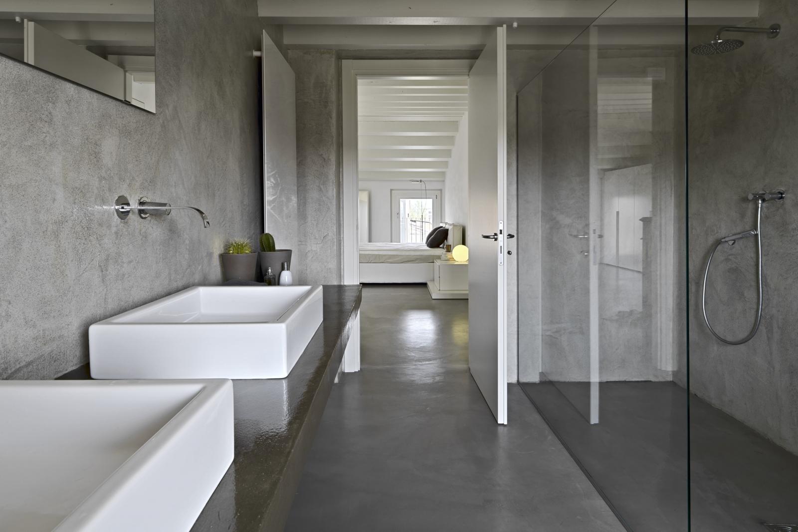 Een gietvloer in de badkamer inspiratie en informatie - Glazen kamer bad ...