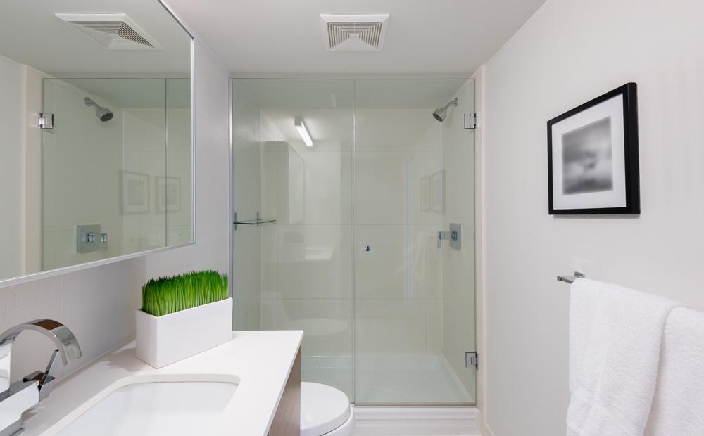 Kleine badkamer inrichten slimme tips inspiratie - Foto kleine badkamer ...