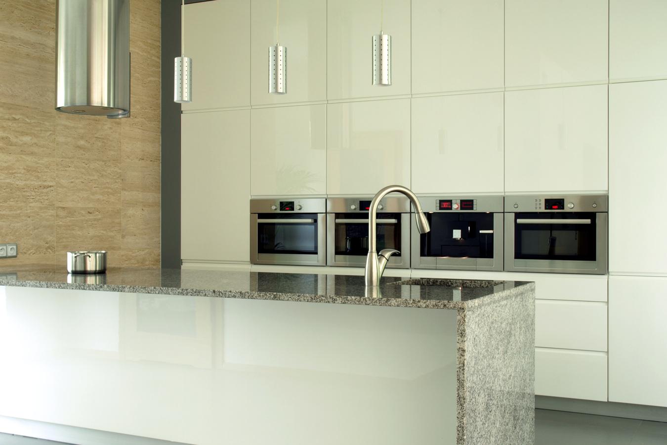 Moderne Keuken Greeploos : Moderne keuken met graniet werkblad ...