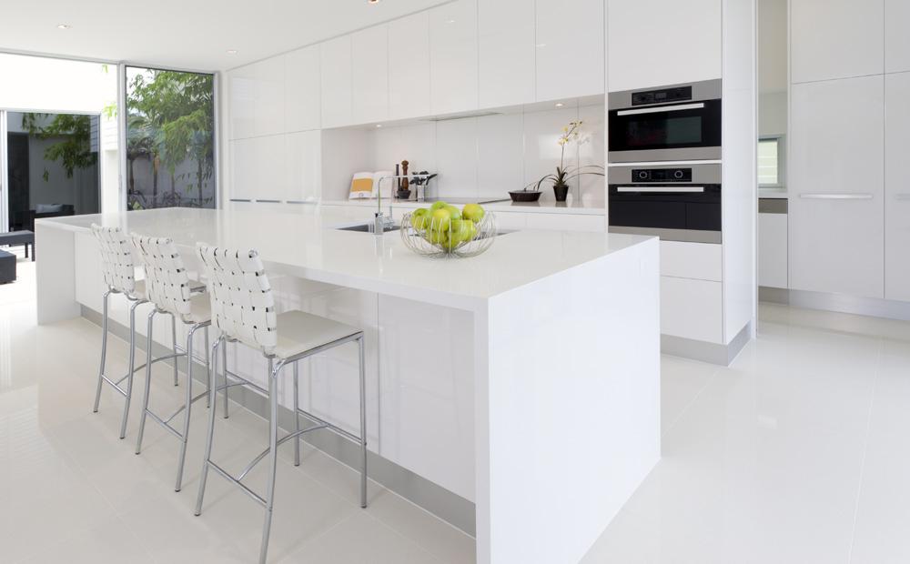 Keuken Strak Modern : Wit keukeneiland in Corian – Moderne keukens