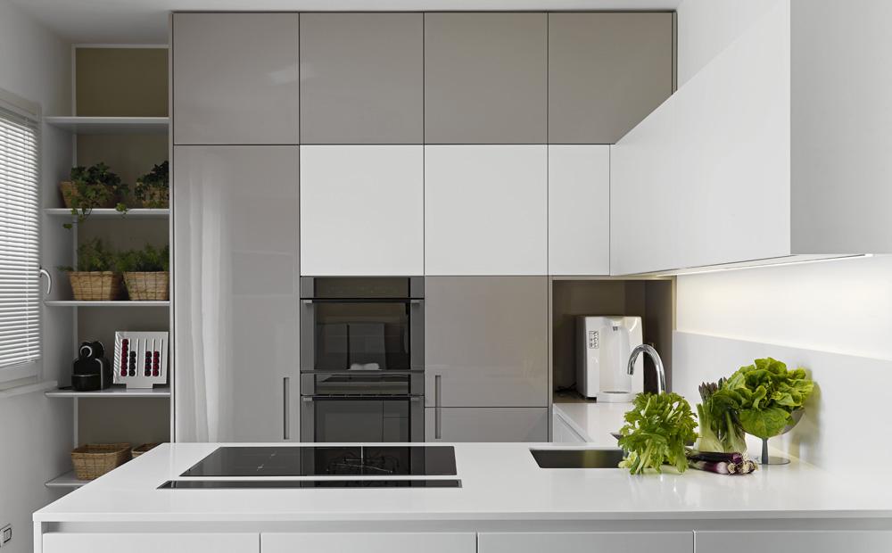 Keuken Kastenwand Met Nis : Maatkeuken met keukenkasten tot het plafond en nis voor koffiemachine