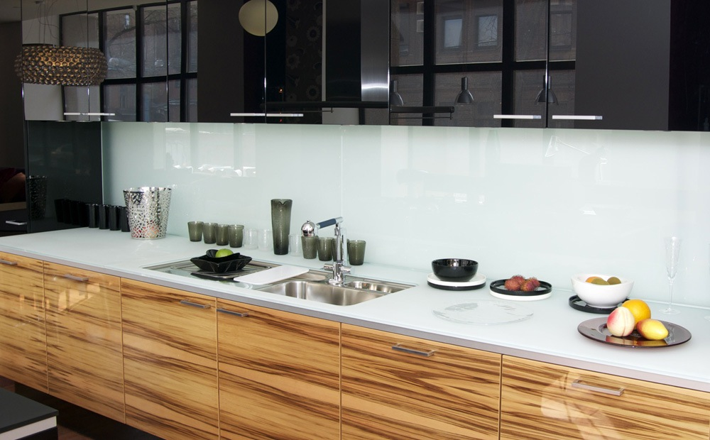 Spatwand keuken materialen en hun eigenschappen - Scandinavische blauwe ...