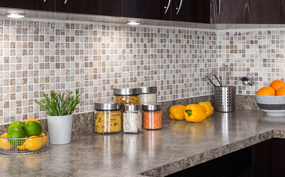 Wandtegels Keuken Voorbeelden : Spatwand keuken: Materialen en hun eigenschappen