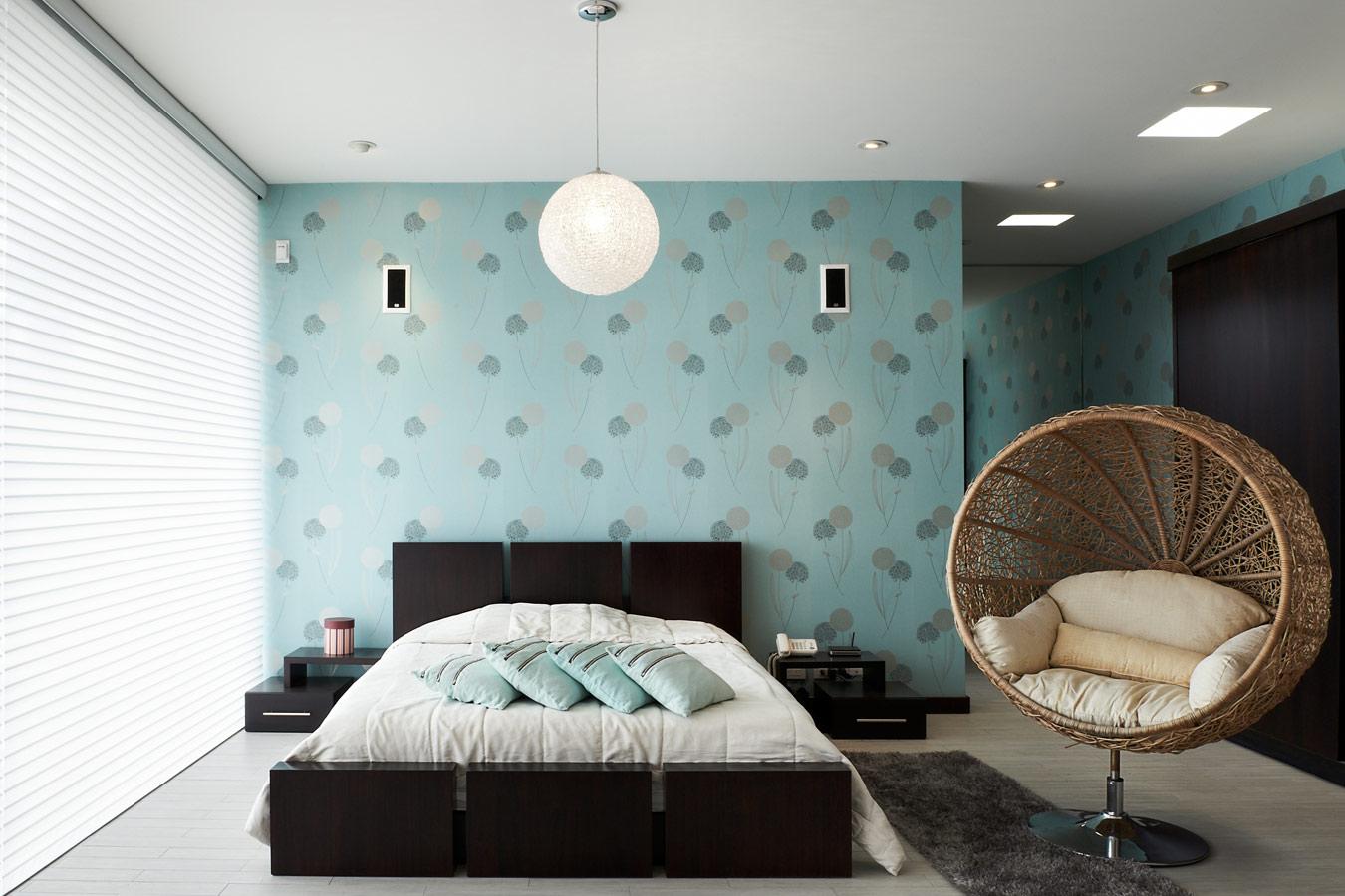 aluminium jaloezien in de moderne slaapkamer