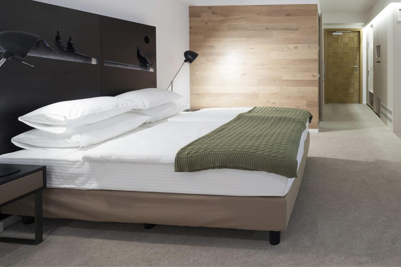 moderne slaapkamer met gepolierde beton