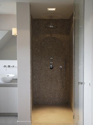 Landelijke badkamer met inloopdouche beste inspiratie voor huis ontwerp - Italiaanse douche mosai dat ...