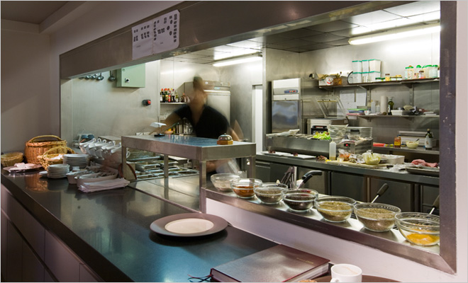 Buffet restaurant inrichting door Juma Architects