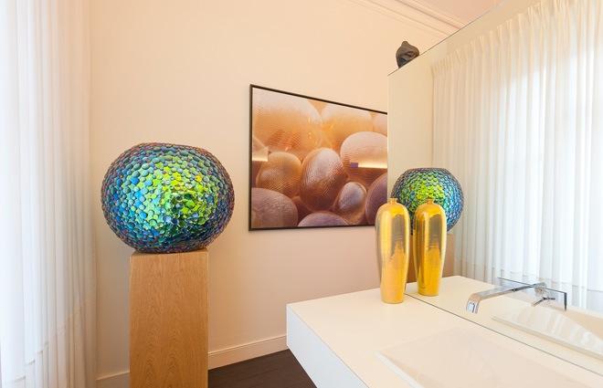 Herenhuis met luxueus interieur in antwerpen kove interieurarchitecten for Decoratie van toiletten design