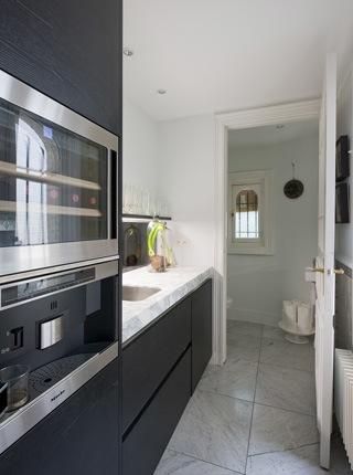Herenhuis met luxueus interieur in antwerpen kove interieurarchitecten - Optimaliseren van een kleine keuken ...
