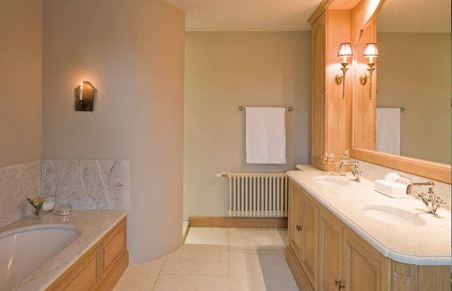 Showroom Badkamer Spiegel ~ Landhuis in Engelse stijl  inrichting door Lef?vre Interiors