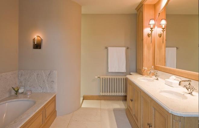 Badkamer Engelse Stijl ~ Landhuis in Engelse stijl  inrichting door Lef?vre Interiors