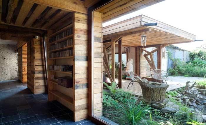 Ecologisch wonen interieur van gerecupereerde bouwmaterialen en afval for Interieur van eigentijds huis foto