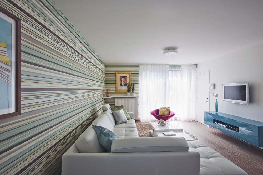 Modern appartement met hip behang interieurdesigner for Woonkamer behang voorbeelden