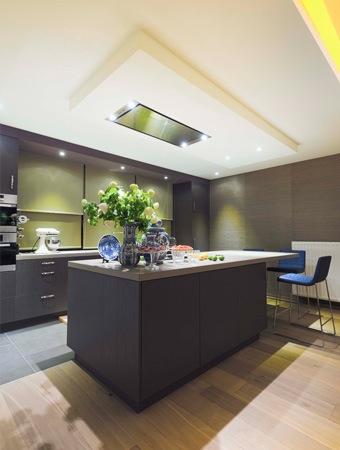 Stijlvol appartement met open keuken en moderne woonkamer - Open keuken idee ...