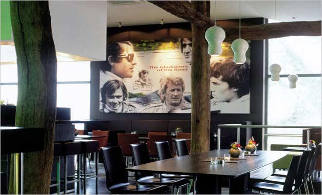 Gekleurde Slaapkamer Verlichting : moderne cafe met oude elementen en ...