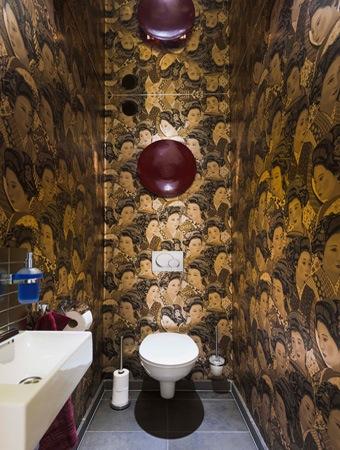 Stijlvol appartement met open keuken en moderne woonkamer - Originele toilet decoratie ...