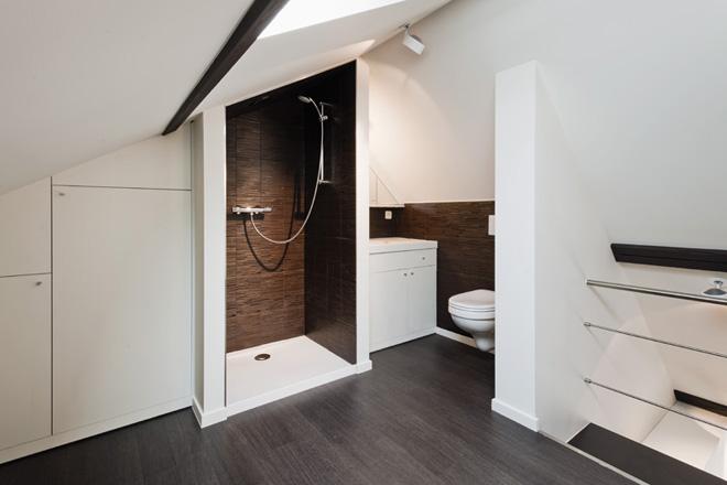 Gestucte Badkamer Nadelen : Gestucte badkamer nadelen modern inloopdouche op houten vloer