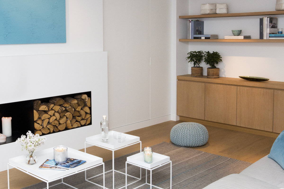 Appartement met wit interieur in combinatie met hout