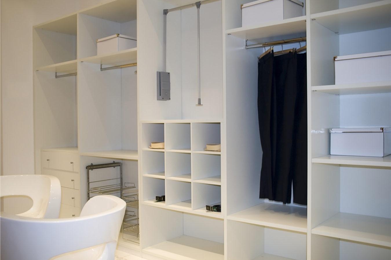 Inbouwkasten op maat inspiratie tips voor de indeling - Slaapkamer met badkamer en dressing ...
