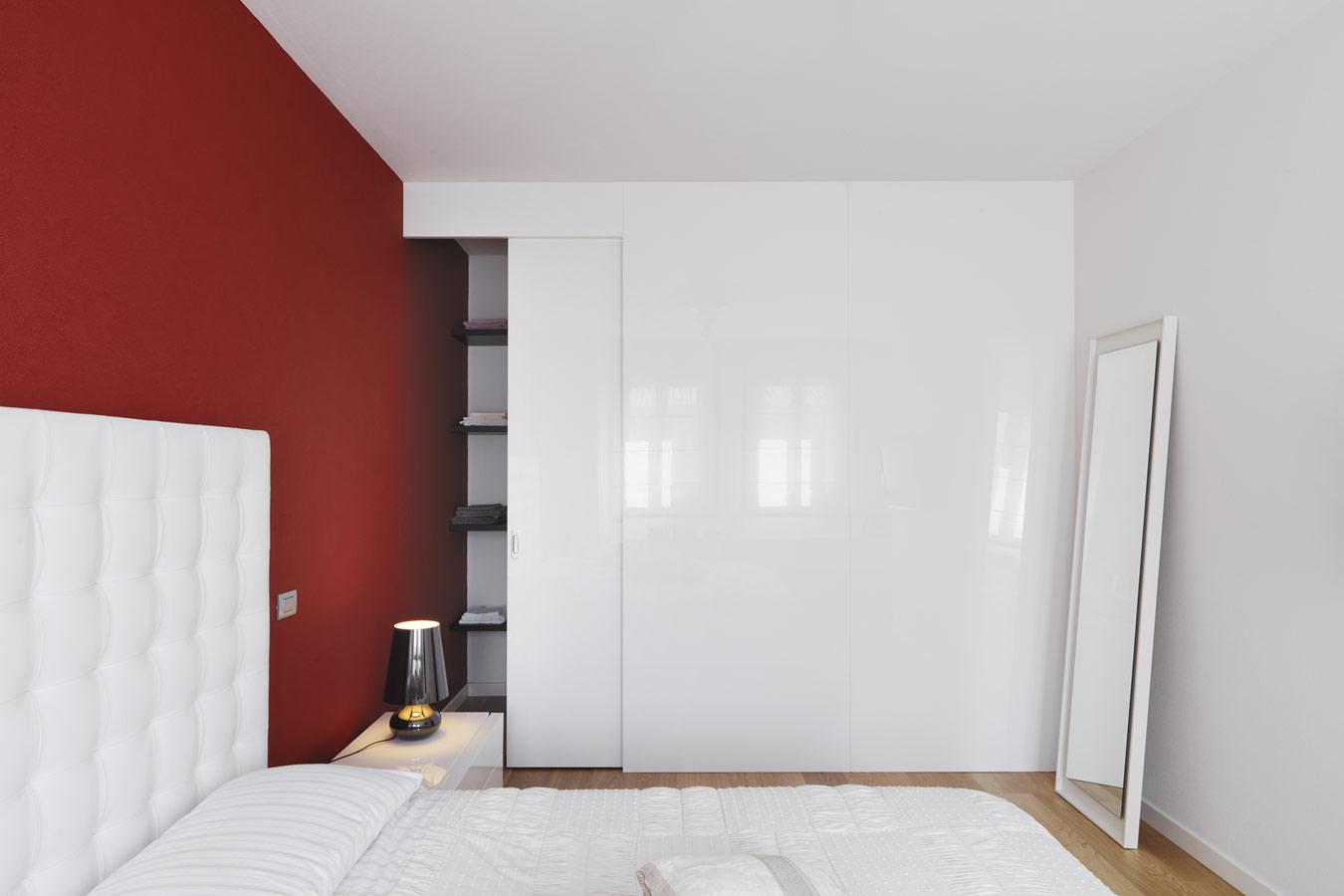 witte schuifdeurkast in de slaapkamer inbouwkasten op maat