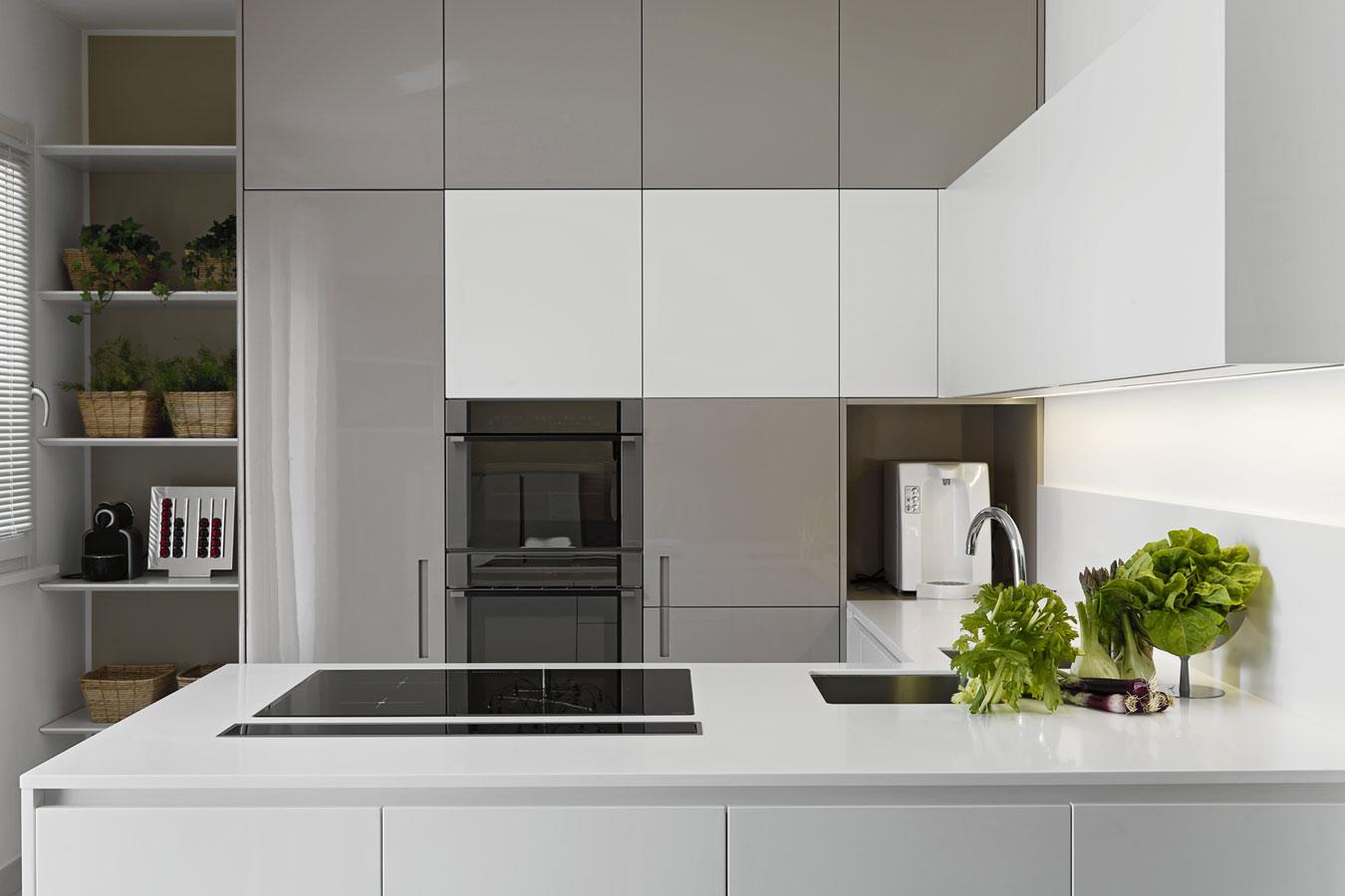 Grijze Keuken Met Wit Blad : Een composiet werkblad in de keuken: Voor-& Nadelen