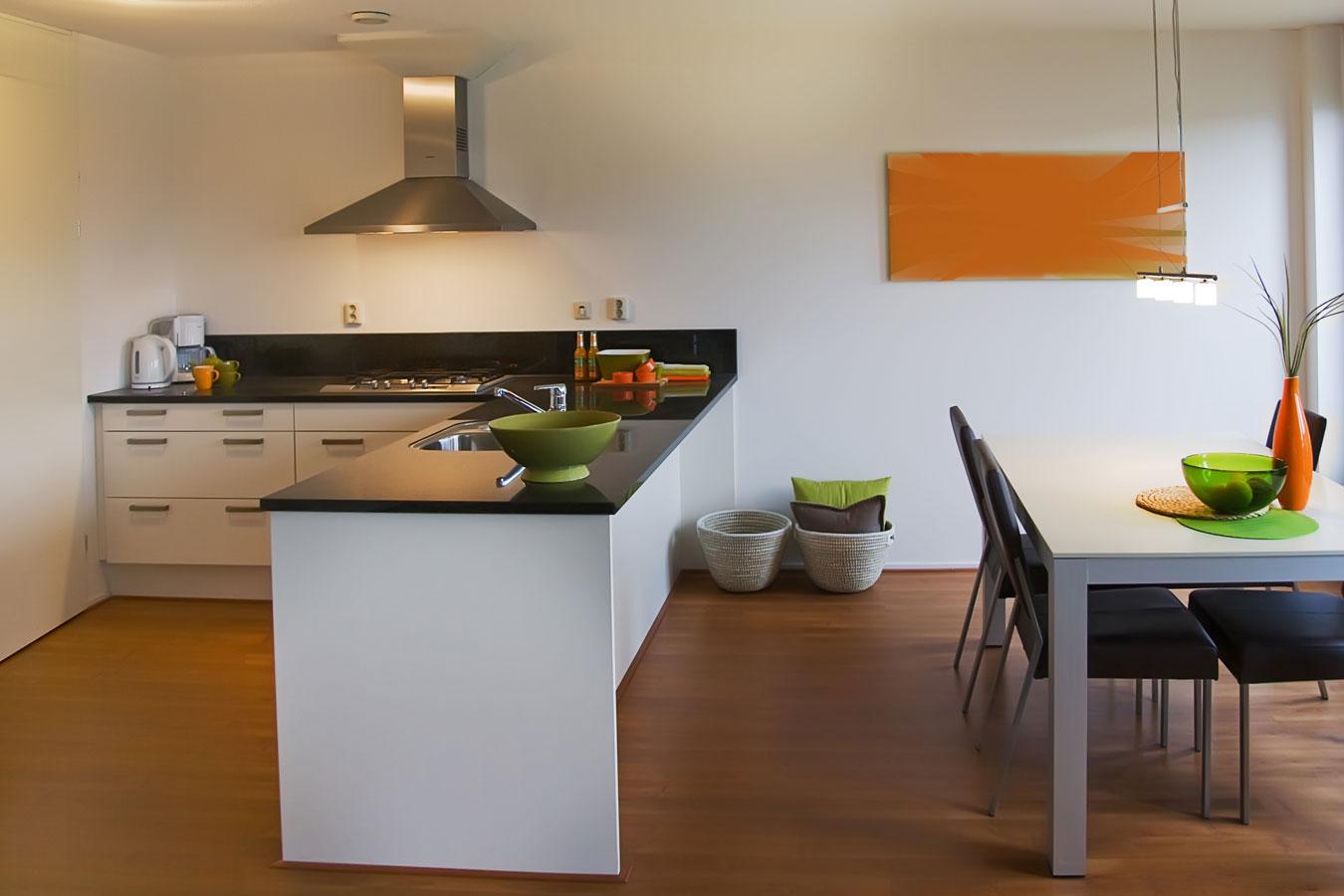 Een composiet werkblad in de keuken voor nadelen