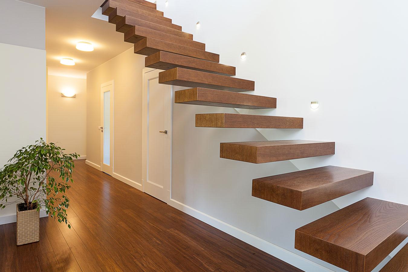 houten trap met zwevende tredes zolder slaapkamer