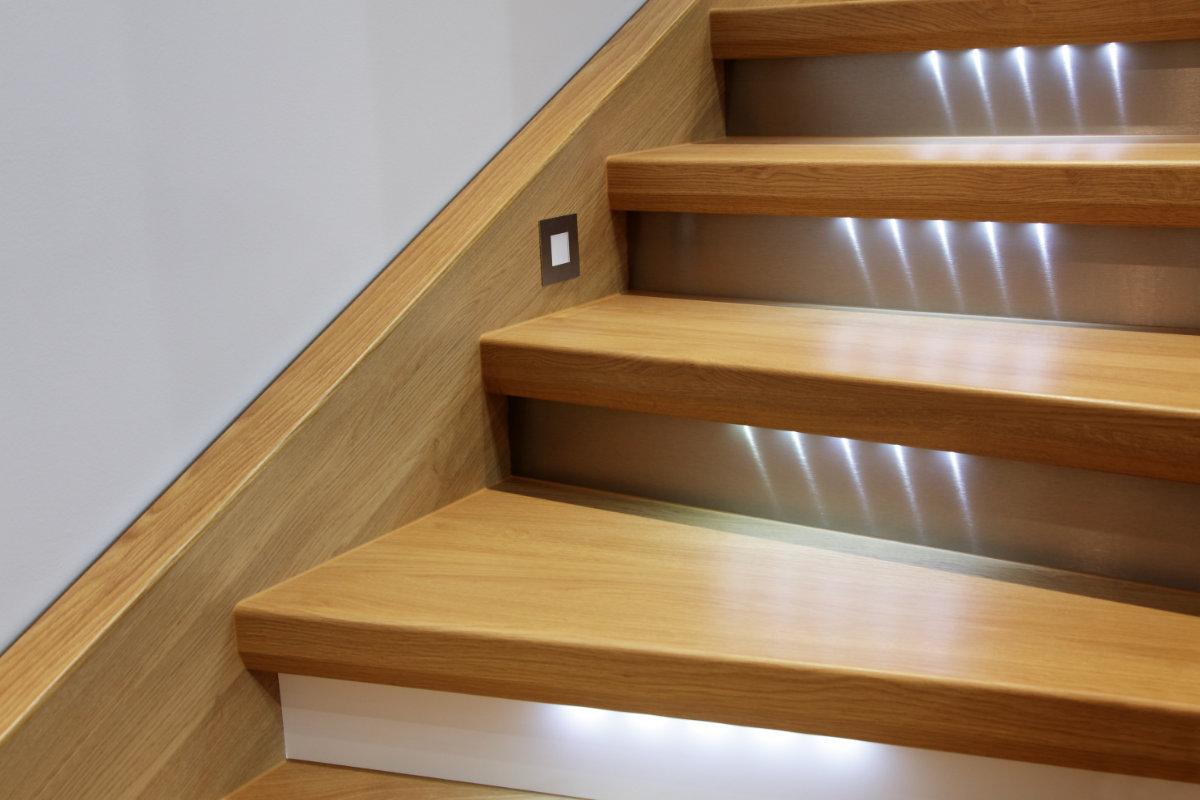 Een traprenovatie met overzettreden voordelen for Hout voor traptreden
