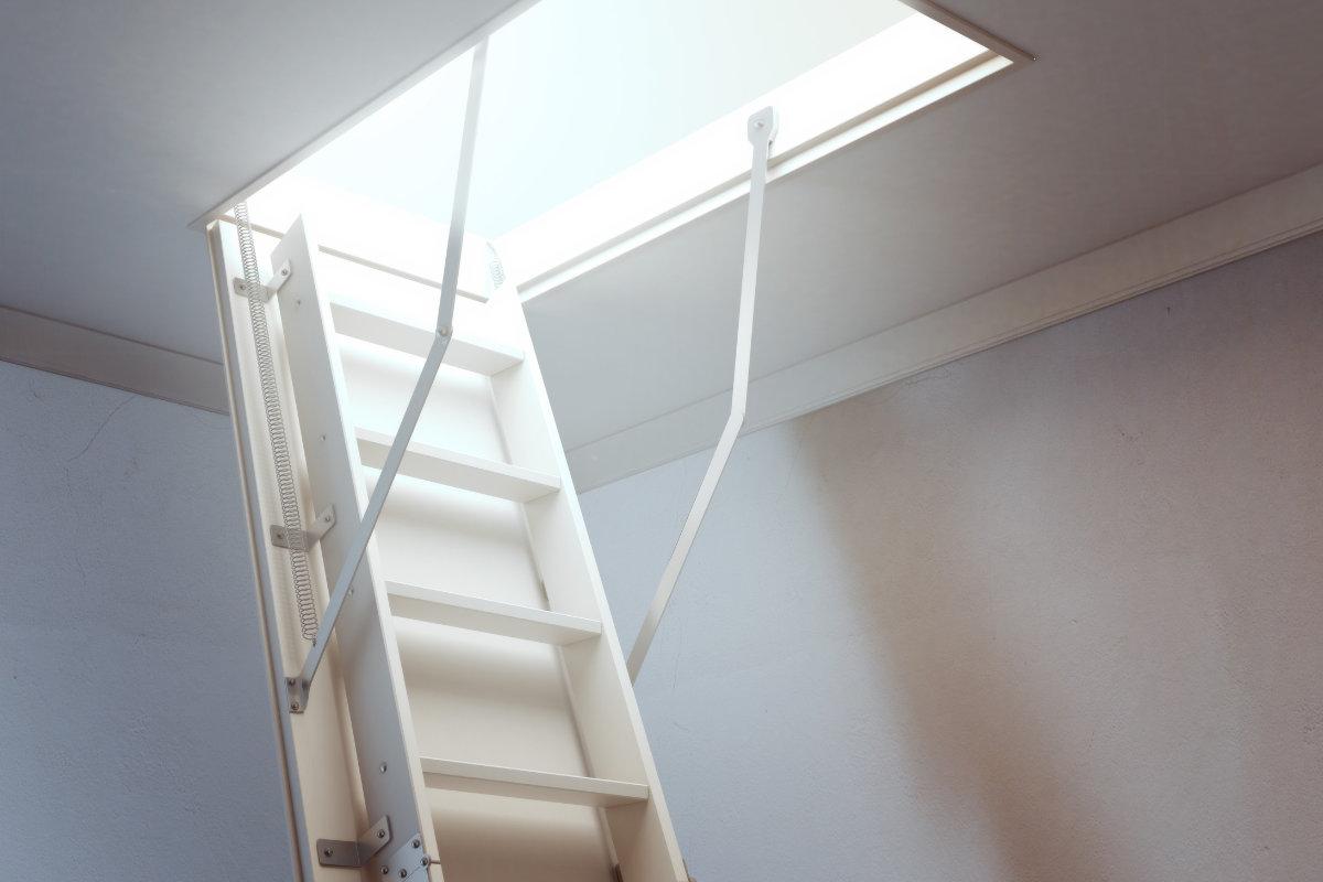 Zolder renoveren idee n praktische tips voor zolderrenovatie - Trap toegang tot zolder ...