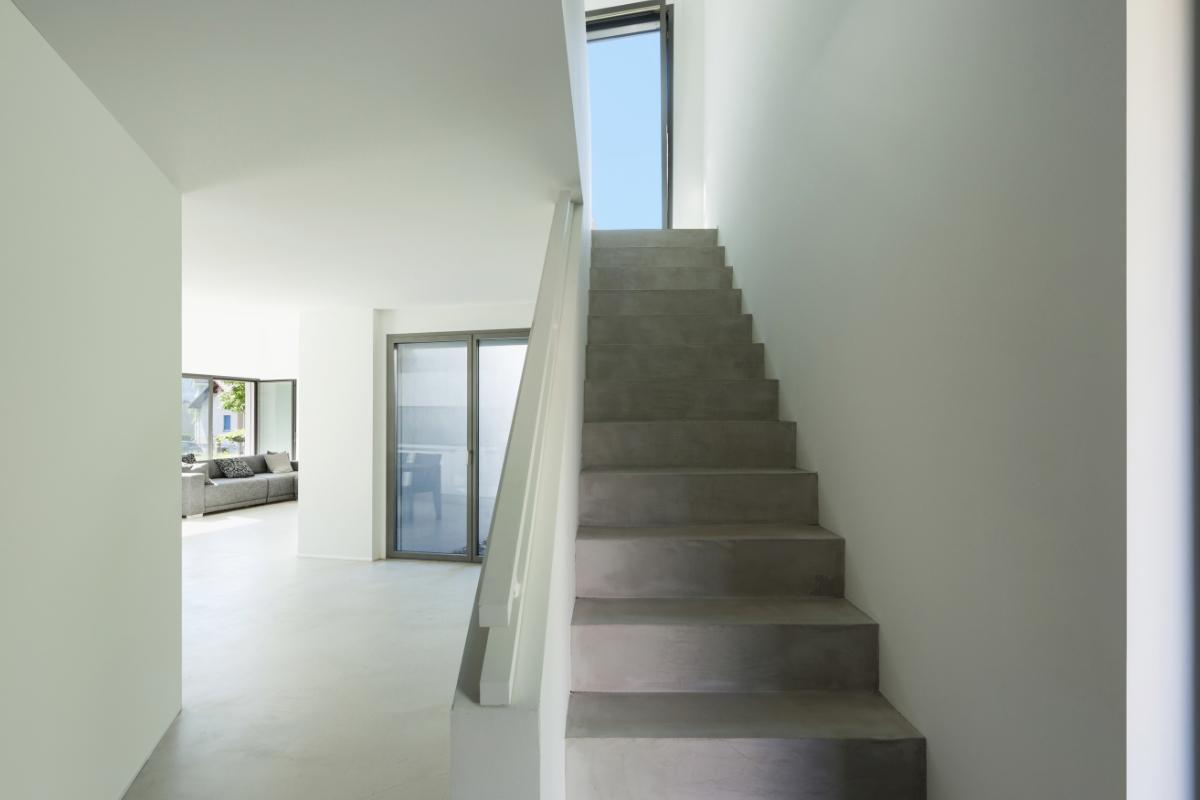 Betonnen trap ter plekke storten of prefab bekleden prijs