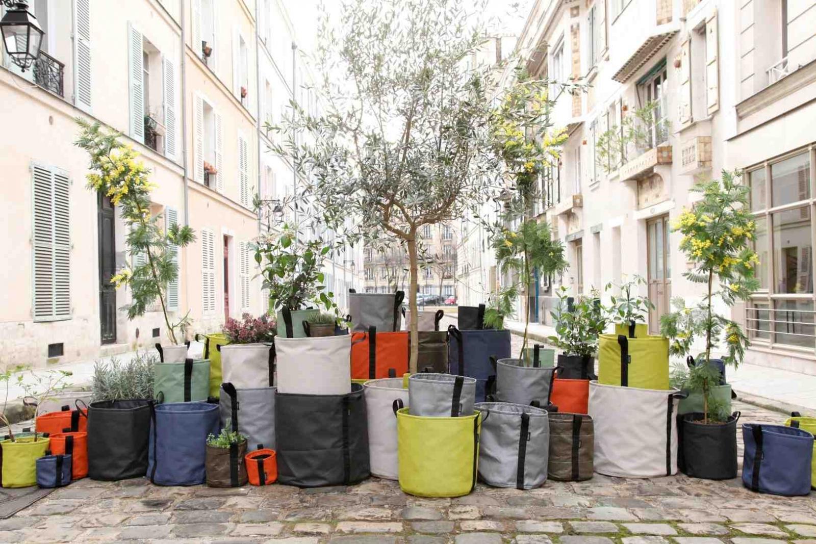 Bacsac kleurrijke plantenbakken en bloembakken van textiel for Plantes pour terrasses