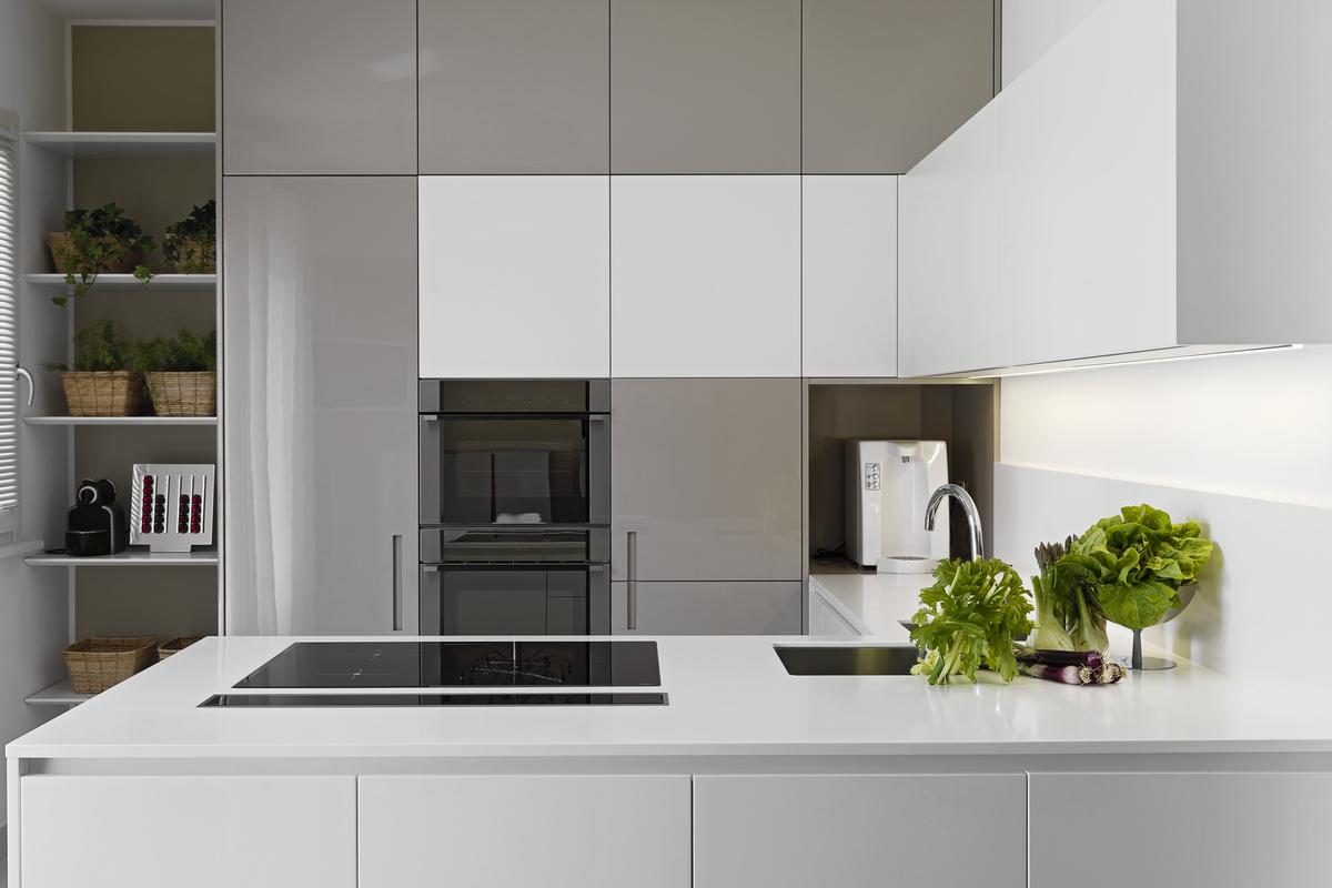 Grepen keukenkast idee - Idee deco keuken wit ...