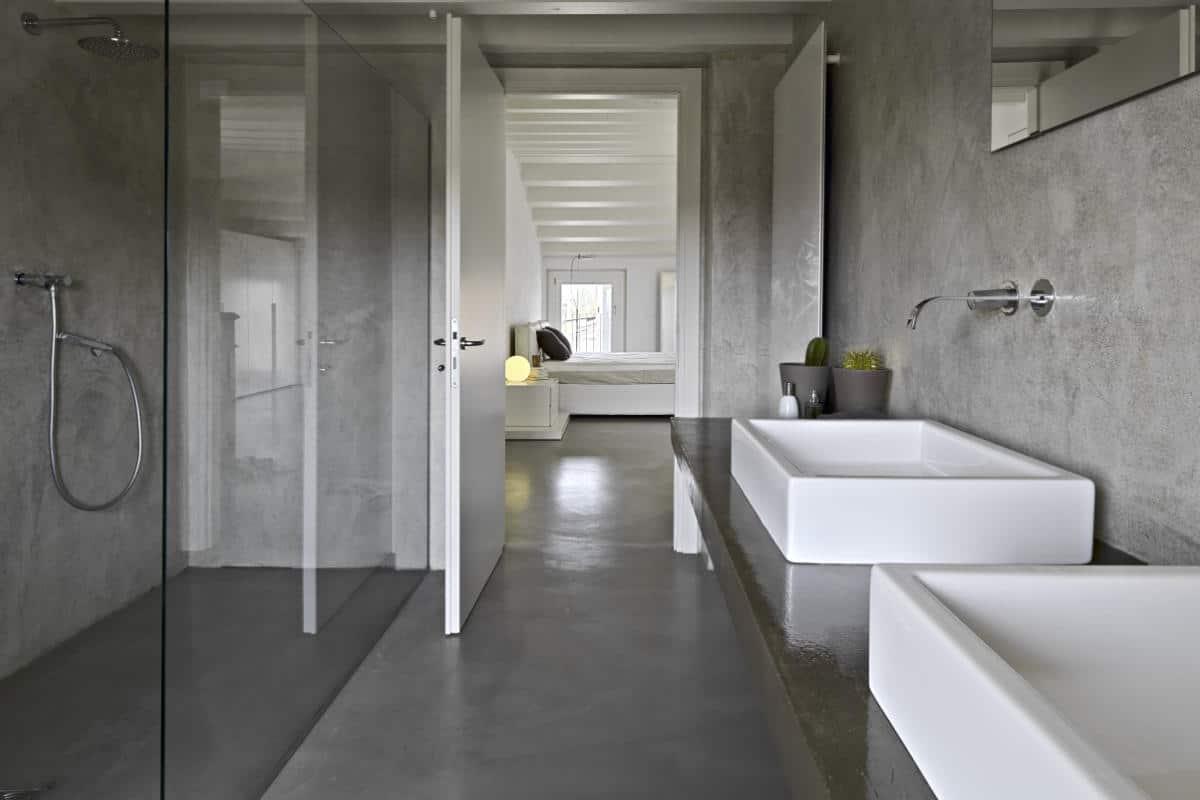 Betonstuc in vochtige ruimtes zoals de badkamer
