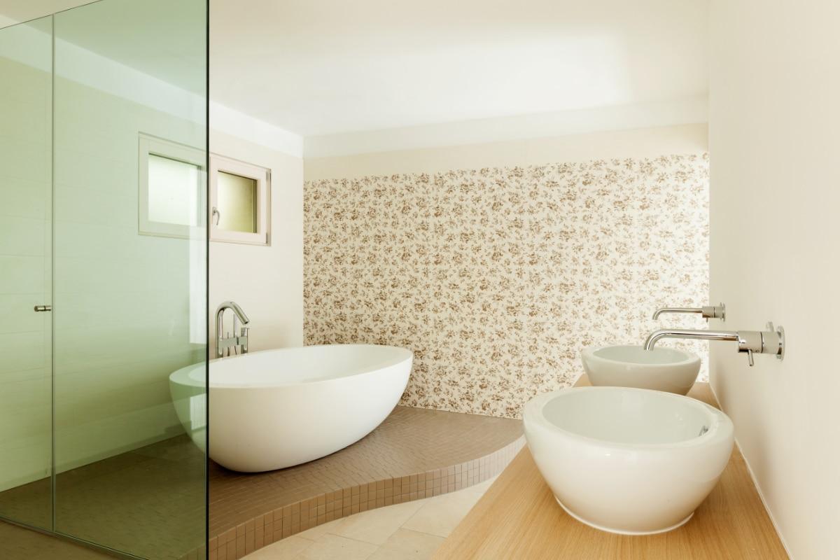 badkamer met behang