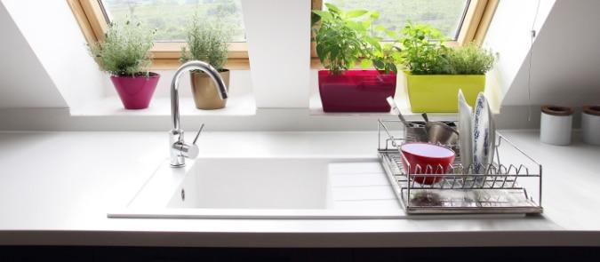 keramische spoelbak in keuken