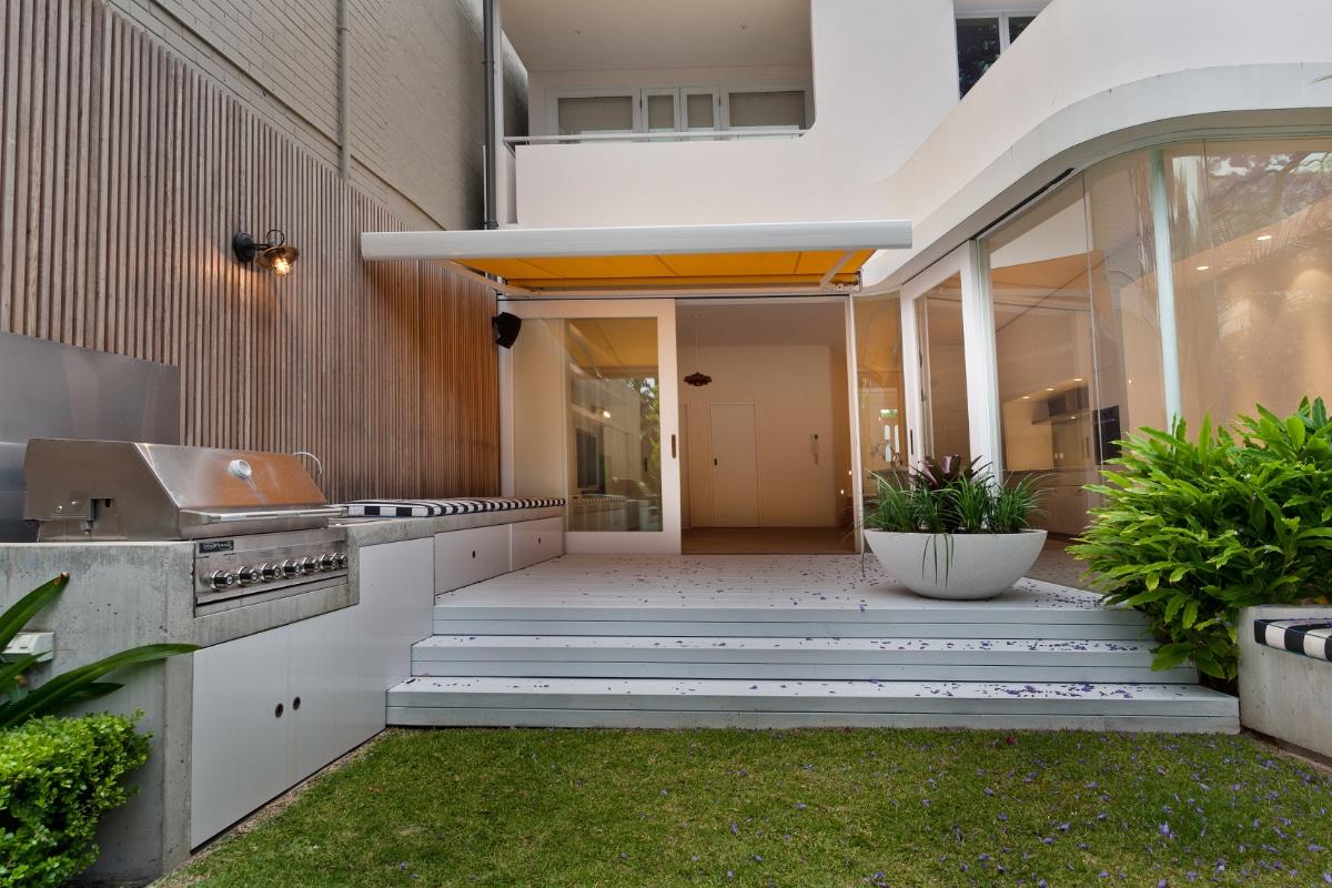 moderne buitenkeuken beton